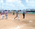 Rinos y Llantera dividen en softbol