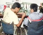 Darán empleos a discapacitados y adultos mayores