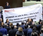 Quieren bajarle sueldo a Peña Nieto