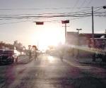 Encandila sol al ver semáforos