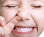 ¡Niño, sácate los dedos de la nariz!
