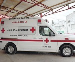 Juegan niños con la Cruz Roja local
