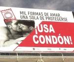 Quitan por foto anuncio que promueve el condón