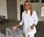 Candidata del PES emite su voto