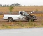 Camioneta impacta por alcance a pipa