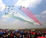 Aprecian espectáculo aéreo militar