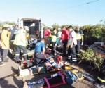 Vuelca camión; 1 muerto y 20 jornaleros heridos