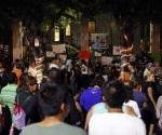Paracuarenses rezan y cantan a Juan Gabriel