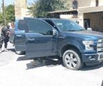 Aseguran camioneta con armas en Mier