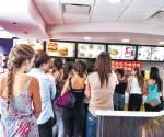 Con estilo hasta en locales de comida rápida