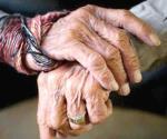 Abusa sujeto de su abuelo de 82 años