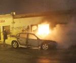 Arde carro y quema consultorio dental