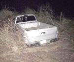 Termina lesionado al volcar camioneta