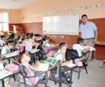 Negocian aumento a maestros