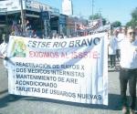 Aprovechan desfile para demandar