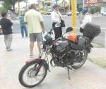 Lesiona a motociclista al ir en contra