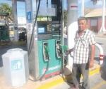 Baja gasolina en su primer día de liberación de precios