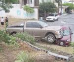 Le caen encima a dos vehículos