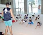 Participan niños en campamento en la deportiva