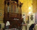 Mujer enloquece y destruye imagen de la Virgen de Guadalupe