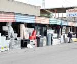 Ponen comerciantes en riesgo la vida de peatones