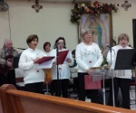 Participan maestros jubilados en grupo de coro navideño