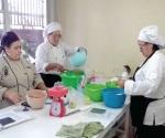 Capacitan a mujeres jóvenes y adultas para crear sus propios negocios en el CECATI