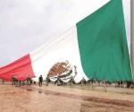Izan bandera monumental  en Madero
