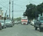 Desconocido asalta microbús en fraccionamiento Azteca