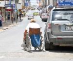 Capacitan personas con discapacidades motrices para laborar