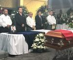 Rinden tributo a comandante