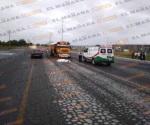 Microbusero arrolla, mata a ciclista y huye