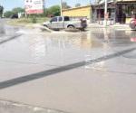 Queda calle convertida en  una laguna