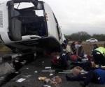Muere una persona tras volcar autobús en Autopista Reynosa-Monterrey