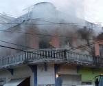 Atienden incendio de casa habitación en Tampico