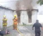 Arde habitación de casa por un corto circuito