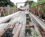 Urge reparen puente de fierro en El Anhelo