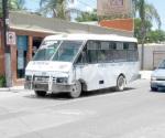 Arrollan micros al reglamento de transporte