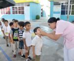 Previenen enfermedades con campaña intensiva de vacunación