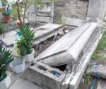 Urge limpieza en los panteones municipales a días del Día de Muertos