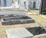 Acordonan por seguridad serie de tumbas abiertas para evitar accidentes