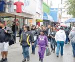 Abarrotan compradores calle peatonal por el final de ´El Buen Fin´