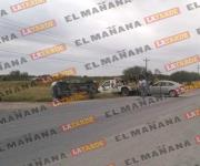 Choque y volcadura en carretera a Monterrey; hay 5 heridos