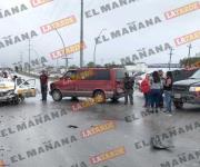 Choque en libramiento Monterrey deja dos personas lesionadas