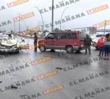 Triple choque deja dos personas lesionados