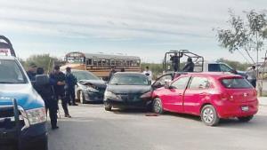 En medio de balacera ocurre accidente vial