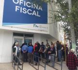 Se alargan las filas en la Oficina Fiscal de Río Bravo