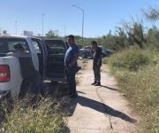 Conductor a exceso de velocidad vuelca en su carro