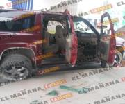 Abandonan Suburban baleada abajo del puente La Paz de Reynosa