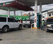 Sufre Reynosa quinto día de desabasto de gasolina y se mantienen largas filas en las pocas que venden combustible